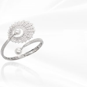 18K WHITE GOLD WITH DIAMOND & PEARL BANGLE