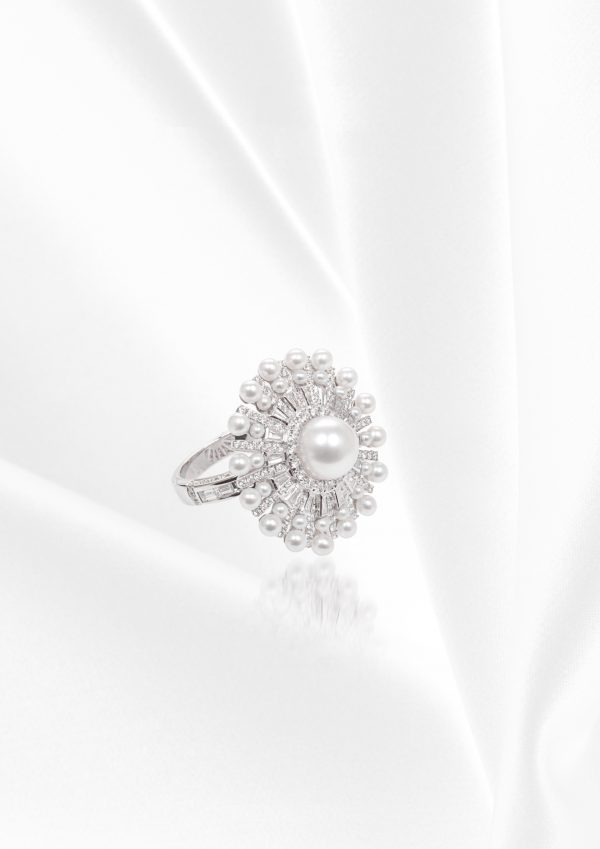 18K WHITE GOLD WITH DIAMOND & PEARL RING